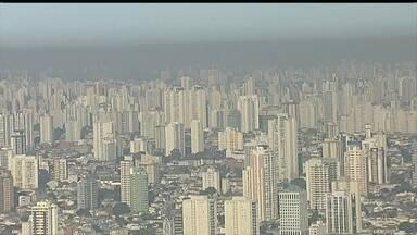 Índice da umidade do ar em São Paulo se aproxima ao do deserto do Saara - Tempo seco é uma ameaça ao abastecimento de água e ainda ajuda a aumentar a poluição. O Rio Tietê, no interior do estado, secou. É a pior seca dos últimos 70 anos na região.