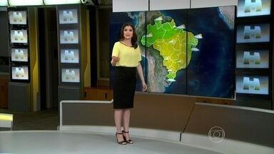 Tempo permanece seco em grande parte do país - Imagens de satélite mostram que há poucas nuvens sobre grande parte do Brasil. Isso é resultado de um sistema de alta pressão atmosférica, que deixa o ar mais seco.