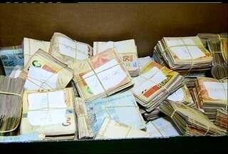 Polícia apreende dinheiro relacionado ao tráfico de drogas em Campos, no RJ - Pessoas foram presas por associação ao tráfico.