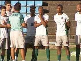 Esporte: técnico interino realiza treino com o Ipatinga FC - Pretinho da Matta assume temporariamente o time.
