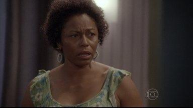Bete se preocupa ao saber de encontro de Cobra com Karina - Karina diz à empregada que está com raiva do mundo e se irrita ainda mais ao ver Duca e Bianca aos beijos na rua