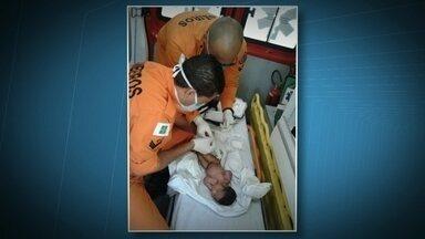 Bebê encontrada no Lago Norte passa bem - Passa bem a recém-nascida abandonada em uma rua do Lago Norte. No hospital, ela recebeu o nome de Aurora. A criança foi encontrada por um estudante.