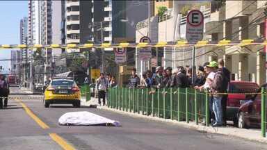 Polícia divulga imagens feitas logo após o crime ao lado da Praça do Japão - Rapaz foi assassinado com 11 tiros