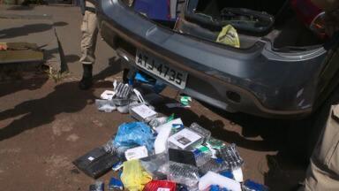 Fundo falso esconde eletrônicos - O produto era contrabandeado do Paraguai e foi apreendido perto da BR 277.