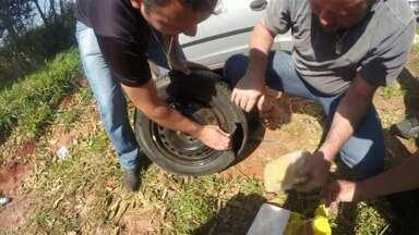 Polícia de Paranavaí faz apreensão de crack e cocaína - Droga estava escondida no estepe do carro