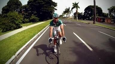 """""""No pedal"""": além de lazer, ciclismo também é profissão e uma forma de superar limites - Adilson conta que começou a andar de bicicleta como rotina e decidiu transformar atividade em competição."""