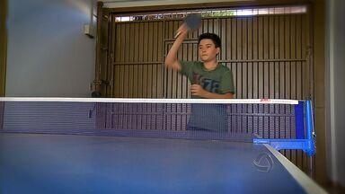 Garoto de 12 anos mostra habilidade para jogar tênis de mesa - Garoto de 12 anos mostra habilidade para jogar tênis de mesa