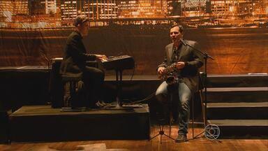 Cantor e compositor Daniel Boaventura faz show no Recife - Ele traz à cidade o show 'One more kiss', interpretando canções internacionais.