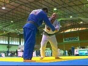 Santa Cruz do Sul, RS, sedia campeonato gaúcho de judô - A segunda edição do evento reúne judocas de várias cidades do interior do Estado.