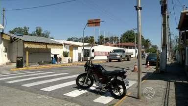 Sem fiscalização, infrações de trânsito se multiplicam em Porto Real, RJ - Motoristas desrespeitam principalmente locais proibídos para estacionar.