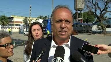 Pezão faz campanha em Deodoro - O candidato Pezão fez campanha em Deodoro. Ele prometeu a renovação de trens.