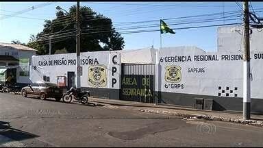 Polícia recaptura um dos foragidos do presídio de Rio Verde, no sudoeste de Goiás - Outros doze detentos ainda estão foragidos. Fuga ocorreu no último sábado (9).