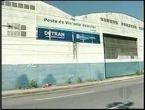 Funcionários de postos de vistoria do DETRAN de Macaé, no RJ fizeram paralisação - Três postos ficaram parados.