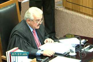 Justiça determina afastamento imediato de Robson Marinho - A Justiça de São Paulo determinou o afastamento imediato do conselheiro Robson Marinho do Tribunal de Contas do Estado (TCE). Ele é suspeito de receber propina da multinacional Alstom para favorecer a empresa francesa em um contrato com estatais de energia elétrica.