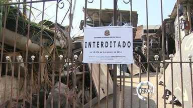 Secretaria de Segurança Pública vistoria desmanches de veículos em São José - Dos 55 desmanches da cidade, apenas 17 foram inscritos no Detran pela nova lei que pretende diminuir os casos de furtos e roubos.