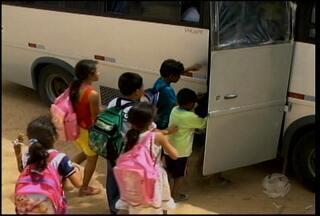 Transporte escolar em situações precárias coloca em risco a vida de estudantes - No mês passado, uma criança de quatro anos morreu ao cair de um carro a caminho da escola
