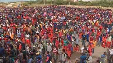 Acaba a greve dos 32 mil trabalhadores de refinaria e petroquímica em Suape - Decisão foi tomada depois de uma assembleia na manhã desta terça.