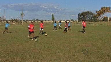 Técnico comemora chegada de reforços no time das Moreninhas - O técnico Rocha comemora a chegada de mais reforços nas Moreninhas, mas ele quer mais.
