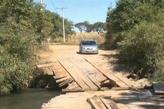 Queda de ponte isola cerca de 200 famílias na zona rural de de Barreiras - Desde o último sábado (9), a ponte caiu quando um caminhão passava por ela.