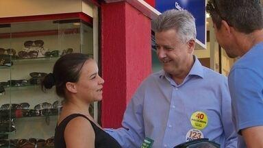 Rodrigo Rollemberg faz caminhada pelo Núcleo Bandeirante - O candidato entregou panfletos e conversou com os eleitores.