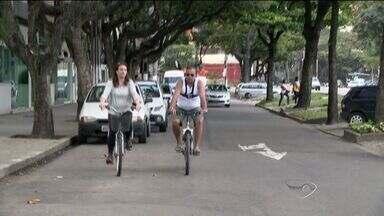 Cidades do ES não estão preparadas para atender ciclistas - Em Vitória, além da falta de espaços para os ciclistas circularem, também faltam bicicletários para deixar as bicicletas.