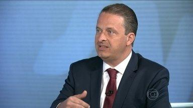 Eduardo Campos é entrevistado no Jornal Nacional - O candidato do PSB à Presidência da República foi entrevistado ao vivo, na bancada do JN, por William Bonner e Patrícia Poeta. A entrevista é parte de uma série com os principais presidenciáveis.