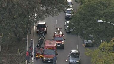 Acidente deixa motociclista ferido na Avenida dos Andradas, em BH - Acidente foi no sentido Centro, na Região Leste da capital.