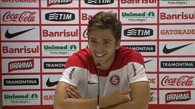 Cláudio Winck comemora boas atuações e busca sequência como titular no Inter - Jogador fez gol no Gre-Nal e foi elogiado por Abel Braga.