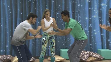 Marcello Melo e Bruno Gissoni puxam roda de capoeira em ensaio - Confira a diversão dessas feras nos bastidores
