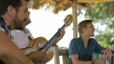 Almir Sater canta com Michel Teló - Almir Sater canta com Michel Teló