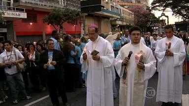 Dia 15 de agosto é dia de Nossa Senhora da Boa Viagem - A santa é padroeira de Belo Horizonte. Procissões e carreatas fizeram parte da homenagem.