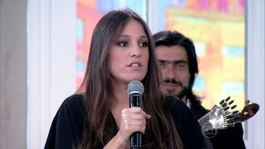 Carminho, cantora de Fado, se apresenta no programa - Ela também fala sobre seu trabalho