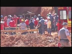 Imagens mostram resgate de operário soterrado em Birigui - Imagens feitas por um cinegrafista amador mostram o trabalho de resgate de um operário que foi soterrado quando trabalhava na obra de um prédio na tarde desta quarta-feira (21), em Birigui (SP).