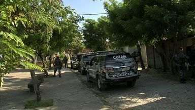 Polícia fecha rinha de galo em operação na Sapiranga - Polícia fez megaoperação no local.