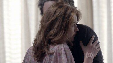 Isis teme que Kelly conte sobre o seu romance com José Alfredo - João Lucas promete infernizar a vida de Maria Marta