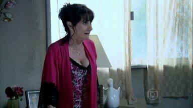 Magnólia fica surpresa ao perceber que Robertão saiu cedo de casa - Robertão pensa em Érika