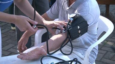 Homens recebem atendimento de saúde em Cianorte e Umuarama - Atendimento faz parte da Campanha Agosto Azul
