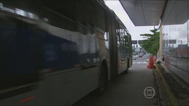 Estações de ônibus do Grande Recife estão sem funcionar - Pontos ficam na PE-05, em Camaragibe, depois da Caxangá.