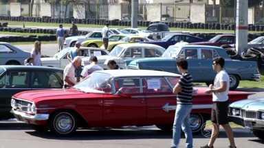 Volta Redonda, RJ, sedia encontro de veículos antigos e fora de série - Evento é realizado no Kartódromo Internacional e vai até as 15h de domingo (23).