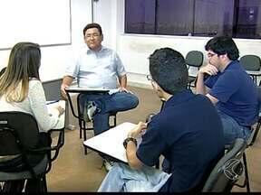 Faltam professores em Uberaba - Tanto na rede pública municipal quanto na área acadêmica está em falta este profissional na cidade. Com isso, vários cursos superiores enfrentam o esvaziamento das salas de aula.