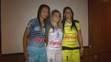 Equipe feminina do Foz Cataratas ganhou novo uniforme - A apresentação dos novos trajes foi realizada ontem à noite, em Foz do Iguaçu.