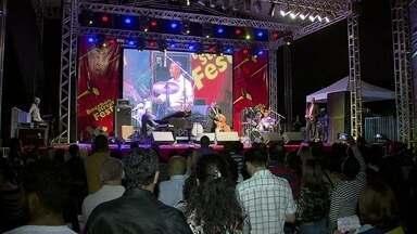Festival de blues e jazz reúne mais de 10 mil pessoas em Brasília - A capital do blues e do jazz, Nova Orleans, se instalou na Praça dos Três Poderes. A terceira edição do Festival Bourbon Street começou nesta sexta-feira (22), trazendo boa música para a capital.