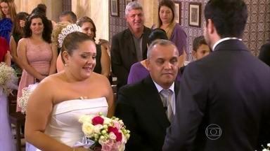 Após cerimônia traumática, casal faz renovação de votos no Caldeirão - Carla e Sérgio foram abençoados pelo Padre Fábio de Melo