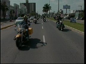 Grupo de motociclistas faz passeio para divulgar ação social em Tubarão - Grupo de motociclistas faz passeio para divulgar ação social em Tubarão