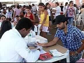 Famílias participam do Integração Cidade em Araguari - Evento ofereceu vários serviços de saúde, beleza, e diversão. Integração Cidade aconteceu neste sábado (23) no Bairro Monte Moriá.