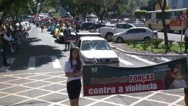 Centenas de pessoas protestam contra a violência infantil em Cianorte e Umuarama - Elas saíram às ruas com faixas e cartazes. Os números são preocupantes.