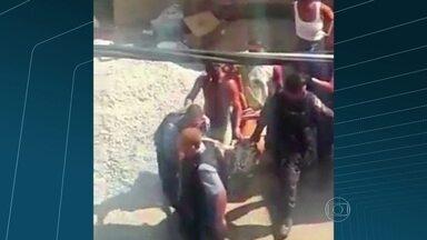 Moradores acusam PMs pela morte de um homem no Morro dos Macacos, em Vila Isabel - Moradores acusam policiais militares pela morte de um homem no Morro dos Macacos, em Vila Isabel. E dizem que a vítima não tinha envolvimento com o tráfico.