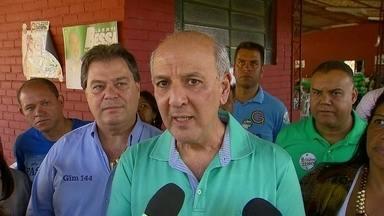 José Roberto Arruda promete a construção de vilas militares - O candidato do PR falou das propostas de campanha para maçons em Taguatinga Sul. Depois, José Roberto Arruda se reuniu com policiais militares em uma chácara de Samambaia.