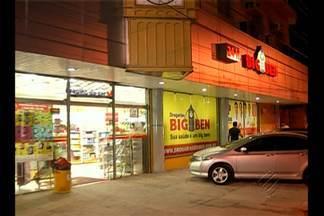 Bandidos armados invadem farmácia em Belém e roubam telefones celulares - As imagens do circuito interno de segurança não foram divulgadas pela rede de farmácias, mas poderão ajudar a polícia na identificação dos assaltantes.