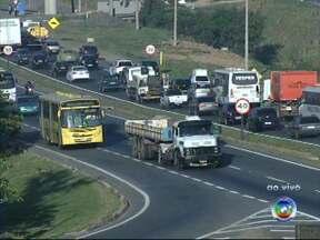 Semana começa com excesso de veículos nas rodovias de Jundiaí - Semana começa com excesso de veículos nas rodovias da região de Jundiaí. Motoristas devem redobrar a atenção ao passar pelo município.